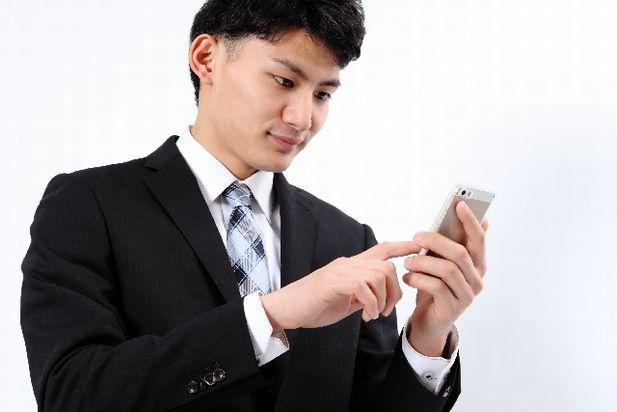 ビジネスマンとスマートフォン