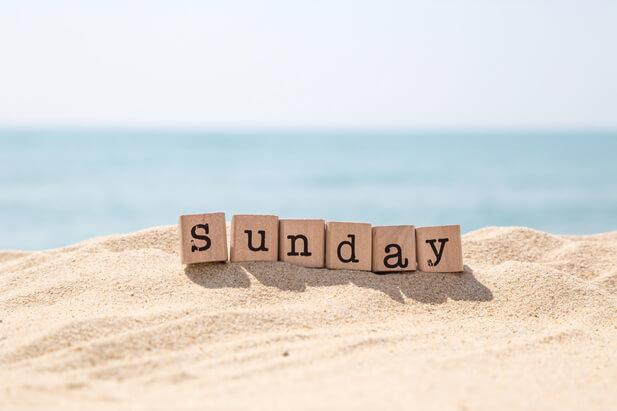 sunday日曜日の海岸
